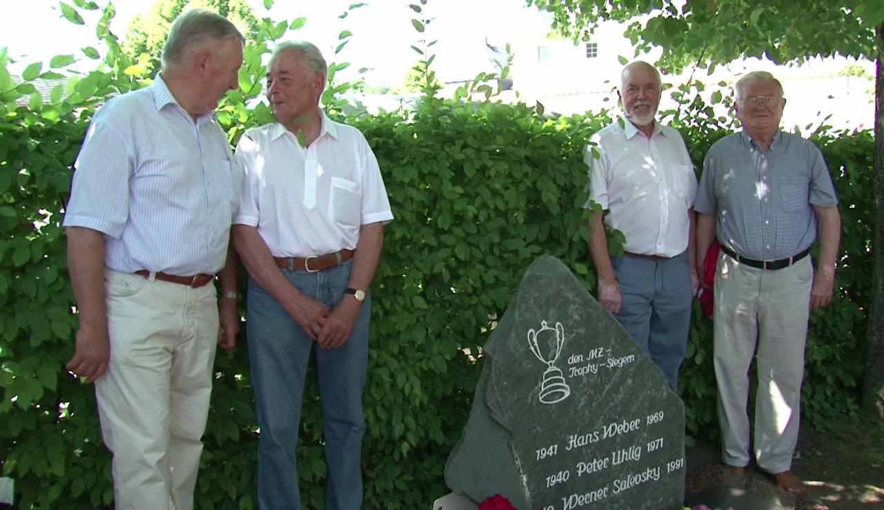 Gedenkstein für verstorbene Endurofahrer in Zschopau errichtet
